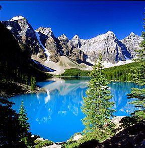 Landscape clean and pleasant colors.
